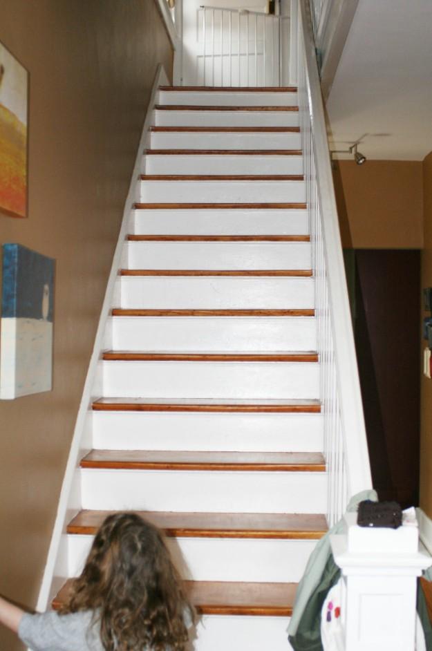 foyer redo before pic stairs